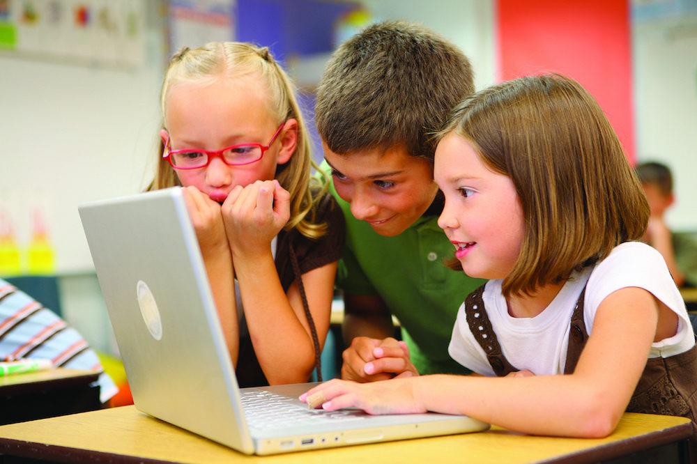 Μικρά παιδιά και υπολογιστής